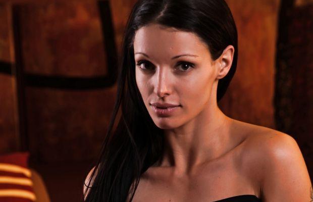 Angelina Stevens Cut in Black   Daily Girls @ Female Update