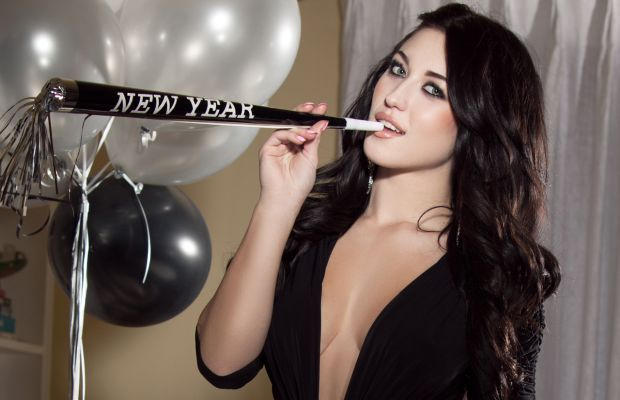 New Year's With Stefanie Knight | Daily Girls @ Female Update