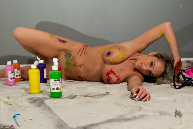 Nikki Sims Nude in Bodypaint | Daily Girls @ Female Update