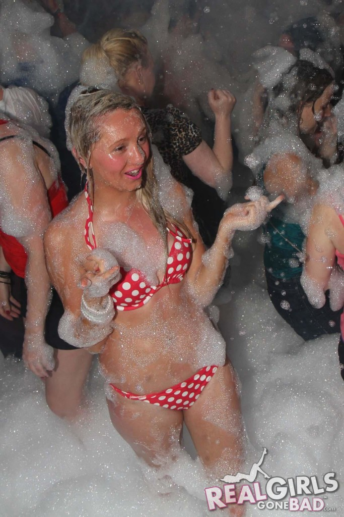 Real Chav Girls at a Foam Party | Daily Girls @ Female Update