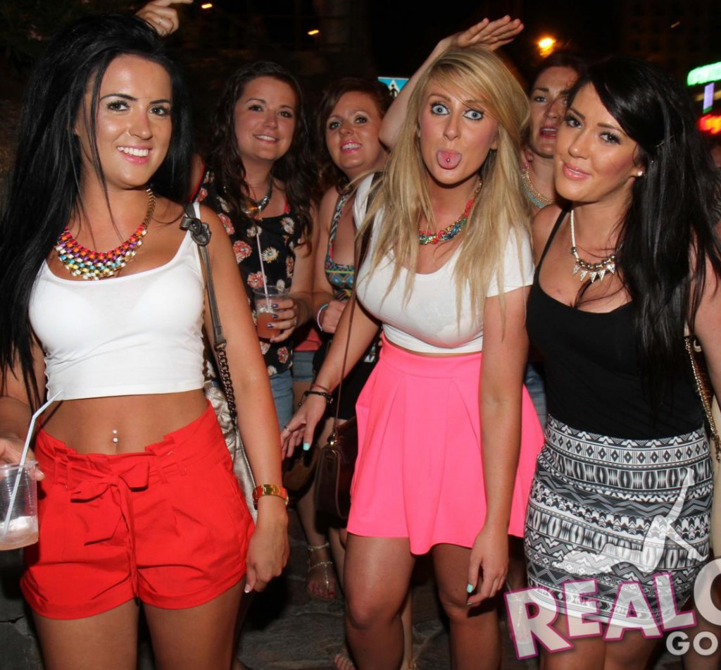 Real Girls Gone Bad – English Girls on a Pub Crawl | Daily Girls @ Female Update