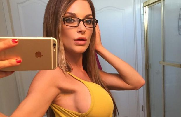 Sexy Girls for Every Day of the Week | Daily Girls @ Female Update