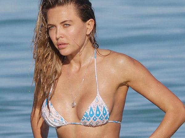 Tetyana Veryovkina Thongs in Miami | Daily Girls @ Female Update
