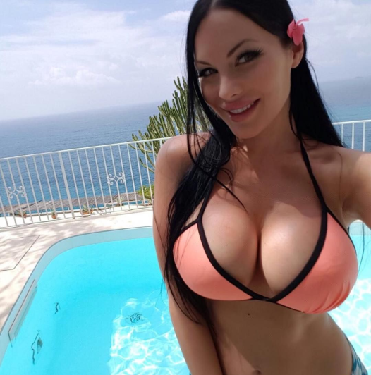 Veronika Black Is Your New Obsession | Daily Girls @ Female Update